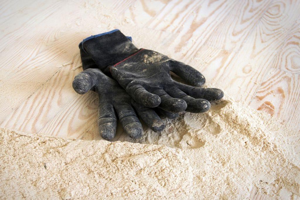 Handschuhe auf Boden